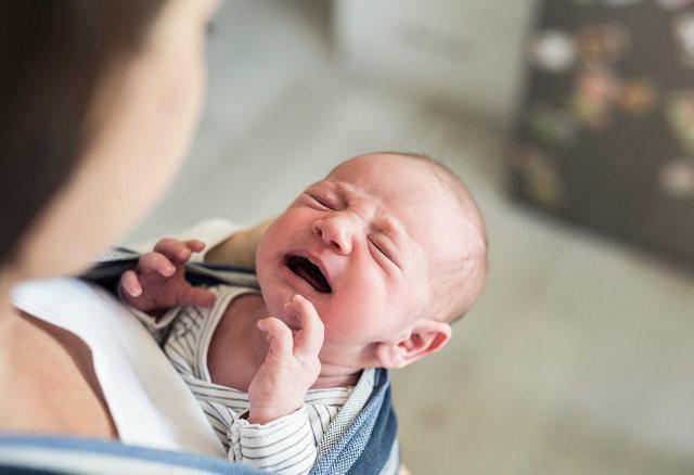 Симптоми коліків у немовлят