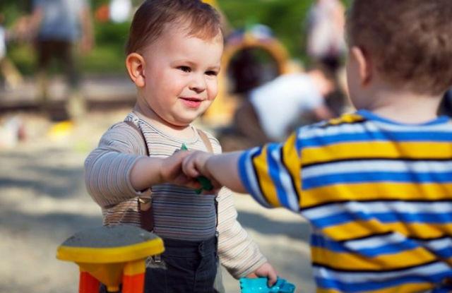 Як пояснити дитині що треба ділитися