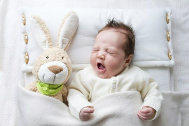 Зелений кал у немовля: що треба знати матусі