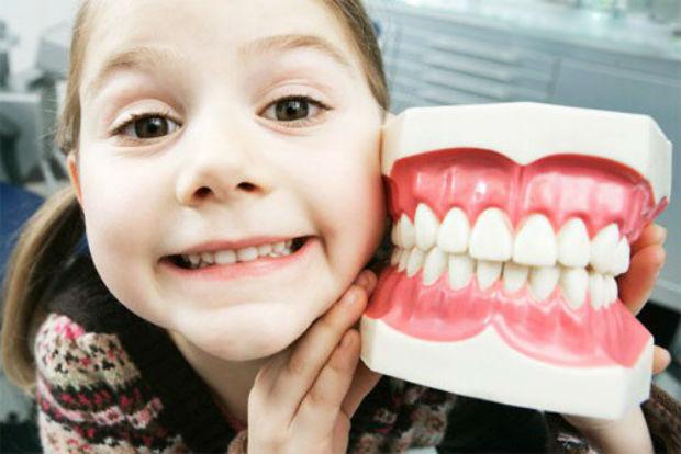 Карієс молочних зубів: навіщо чистити молочні зуби