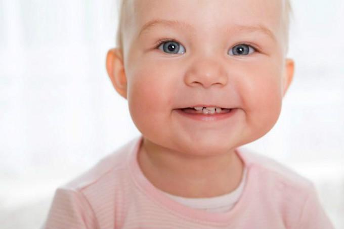 Як лізуть зуби у дітей, скільки часу